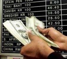 Курс доллара к рублю на ММВБ снизился на 9 копеек
