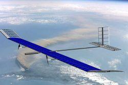 Самолет на солнечной энергии летал двое суток