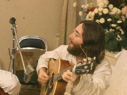 В Рейкьявике воздвигнут башню в честь Джона Леннона