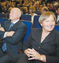 Кобзон прямо со сцены обидно упрекнул Владимира Путина в том, что он не пришел на его юбилейный концерт