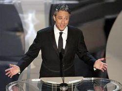 """На роль ведущего церемонии награждения \""""Оскар\"""" приглашают сатирика Джона Стюарта"""