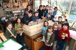Школьники делают своей умирающей от рака учительнице гроб