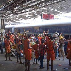 Около 20 паломников погибло при столкновении с поездом в Индии