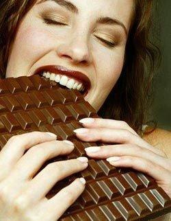 Причиной привыкания к шоколаду является самоограничение