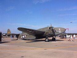 Старый самолет разбился на авиашоу в Британии