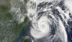 "Тайфун \""Нари\"" обрушился на побережье Южной Кореи"