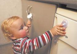 Как сделать электроприборы, двери и шкафы в доме безопасными для детей