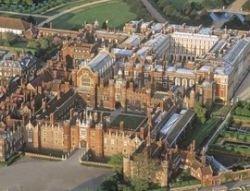 Концерты разрушают британские замки