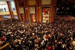 На открытие Берлинского супермаркета пришло 3000 человек (фото)