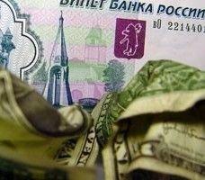 Доллар падает по отношению к рублю вторую неделю подряд