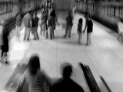 Хулиган сбросил с платформы метро на пути троих жителей Вены