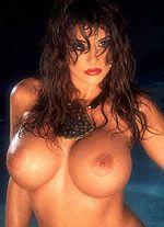 Определяем характер женщины по форме груди