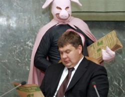 В заседании латвийского правительства принял участие Человек-Свинья