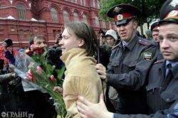 """За \""""сожжение кепки Лужкова\"""" в Москве задержаны и избиты активисты оппозиционной молодежи"""