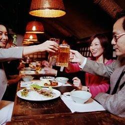 Японцы угощают туристов пивом со вкусом васаби