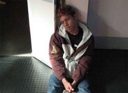 Грабитель заснул возле банкомата