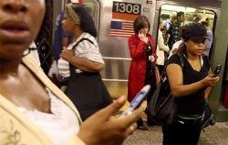 Пассажиры метро против сотовой связи