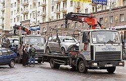 Эвакуация машин в Москве превратилась в высокодоходный бизнес, нарушающий Конституцию