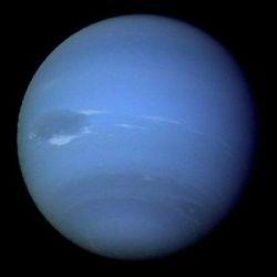 На холодном Нептуне нашли теплые пятна