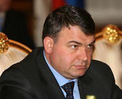 Путин не принял отставку Сердюкова