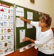 Школьных учителей иностранного языка превращают в привилегированную касту