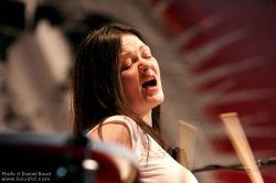 Домашнее видео ударницы White Stripes привело к срыву гастролей (фото)