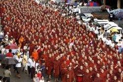 Манифестация монахов в Мьянме (фото)