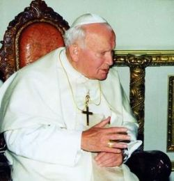 Одежды Иоанна Павла II раздадут через Интернет