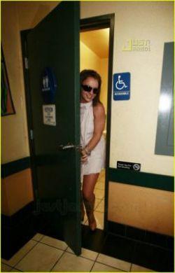 Бритни Спирс позирует в туалете (фото)