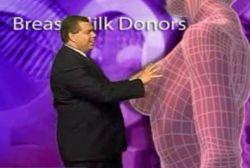 Ведущий дал метеопрогноз по гигантской женской груди (видео)
