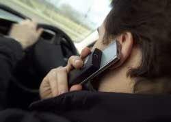 Разговоры по мобильному опаснее алкоголизма