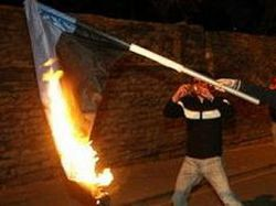 Участнику беспорядков в Таллине дали год тюрьмы за сожжение эстонского флага