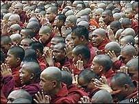 В Бирме введен комендантский час