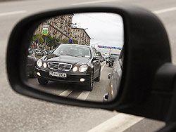 Главной проблемой российских дорог становятся чиновники, откровенно игнорирующие правила движения