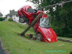 Автомобиль слетел с дороги во время телеинтервью (видео)