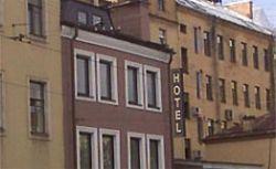 Парадокс: число туристов в России падает, число отелей растет. Почему?