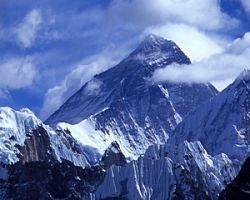 На священной горе Эверест запретили раздеваться