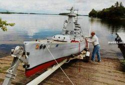 Миниатюрная копия военного корабля, созданная американцем (фото)