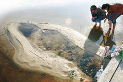 Чудо в Нижегородской области: На озере Свято проступил лик Богородицы из песка