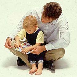 Детей мотивируют к учебе отцы, а не матери