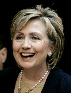 Хиллари Клинтон подкупает младенцев