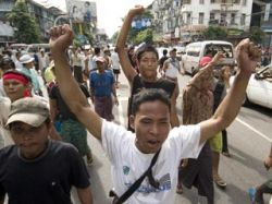 В Мьянме возобновились акции протеста - в страну прибыл посланник ООН