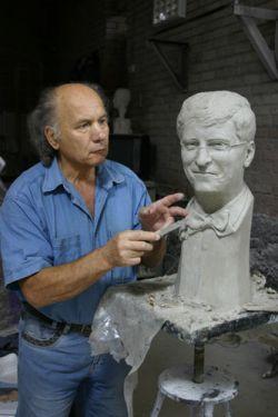 Статуя Билла Гейтса создается Николаем Шматько