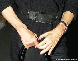 Руки Мадонны просто проклятье