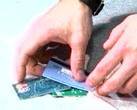 Банки готовы доплачивать клиентам за открытие карт
