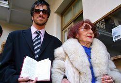 24-летний аргентинец женился на 82-летней старушке (видео)
