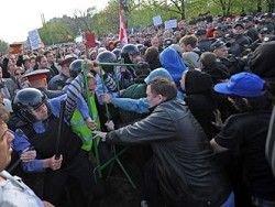 Песков посоветовал полиции действовать жёстче