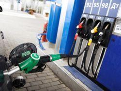 """""""Голодающие"""" нефтяники вновь растят бензиновые цены"""