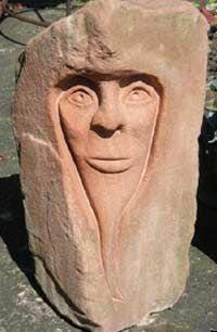 Жители населенных пунктов графства Йоркшир с прошлой недели начали находить у себя на пороге большие головы, вытесанные из камня