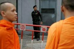 Власти Мьянмы освободили 80 буддистских монахов